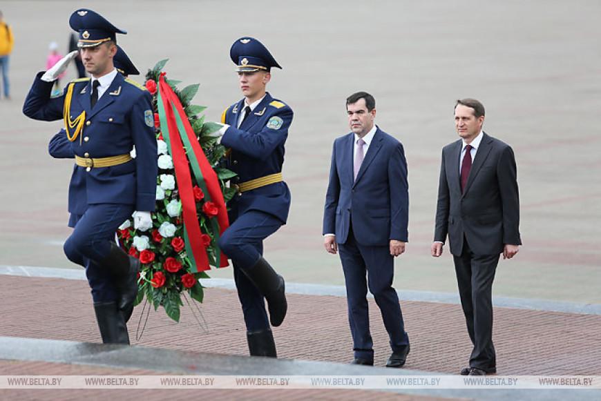 Вакульчик и Нарышкин возложили цветы в Брестской крепости