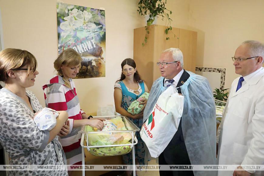 В Витебской области вручили подарки мамам, родившим малышей в День Независимости