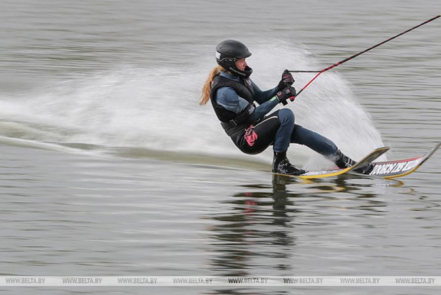 Под Минском провели первенство Беларуси по водным лыжам за электротягой