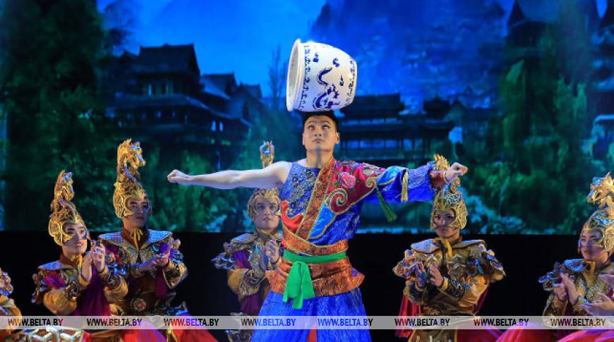 """Цирковое шоу """"Радуга Шелкового пути"""" показали акробаты из Китая на """"Славянском базаре"""""""