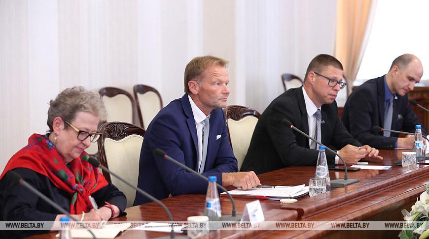 Румас встретился с вице-президентом Европейского инвестиционного банка Вазилом Худаком
