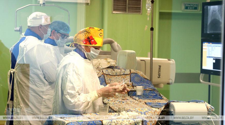 В Новополоцкой больнице делают операции на новом ангиографическом комплексе