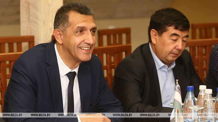 Кравцов встретился с заместителем хокима Самаркандской области Узбекистана Ойбеком Ходжаевым