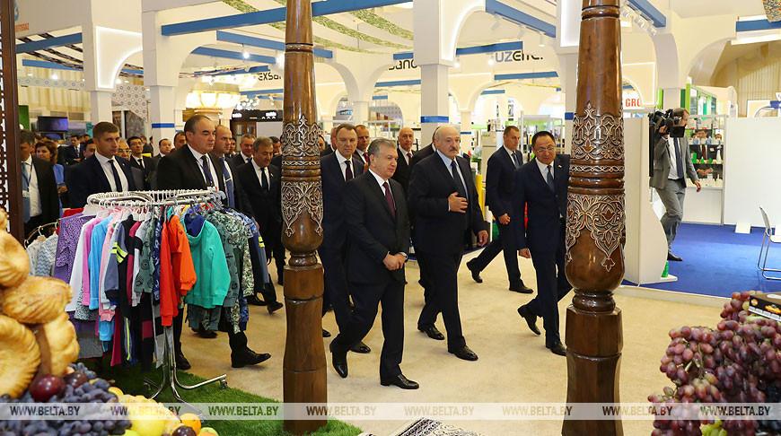 """Лукашенко и Мирзиёев посетили выставку """"Сделано в Узбекистане"""""""