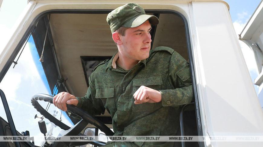 Армия помогает в уборке зерновых хозяйствам Мстиславского района