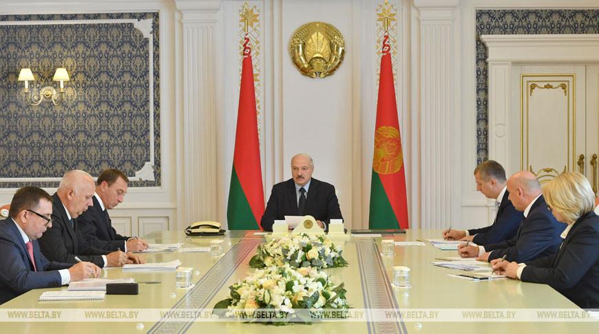 Подготовка к строительству в Минске футбольного стадиона и бассейна обсуждена на встрече у Лукашенко
