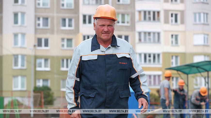 Строитель Анатолий Карпицкий 40 лет трудится в МАПИД