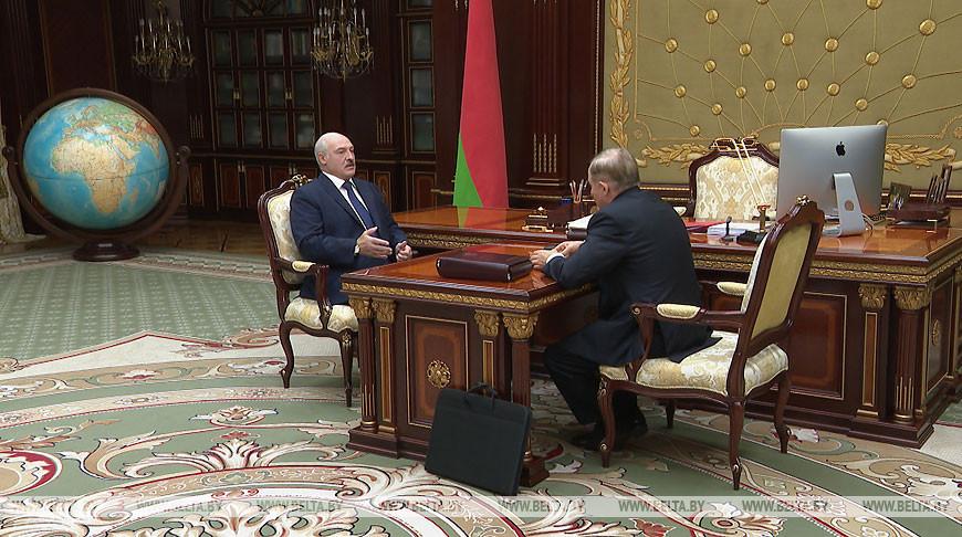 Лукашенко принял с докладом управляющего делами Президента