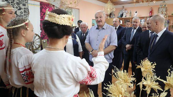 Лукашенко посетил Ивьевский центр культуры