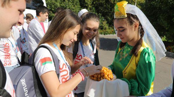 Белорусские участники WorldSkills посетили татарскую гимназию в Казани