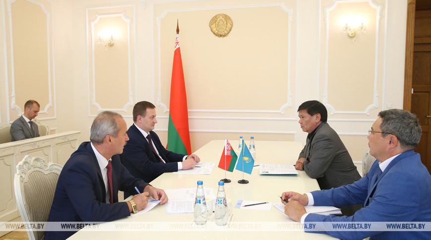 Турчин встретился с послом Казахстана Ермухаметом Ертысбаевым