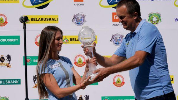 Дарье Домрачевой вручили Малый хрустальный глобус в гонке преследования сезона 2014/2015