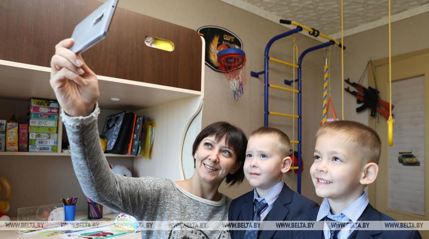 Двойняшки Максим и Кирилл Прокопьевы идут в первый класс