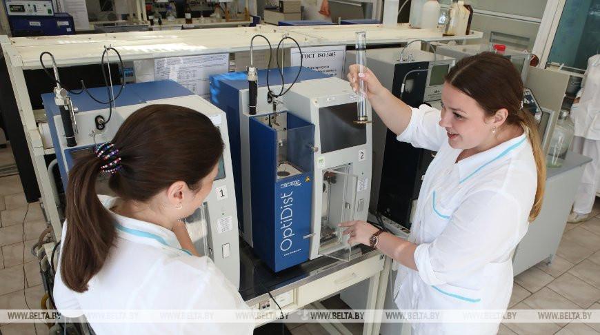 Мозырский НПЗ проводит многоступенчатый лабораторный контроль качества нефтепродуктов