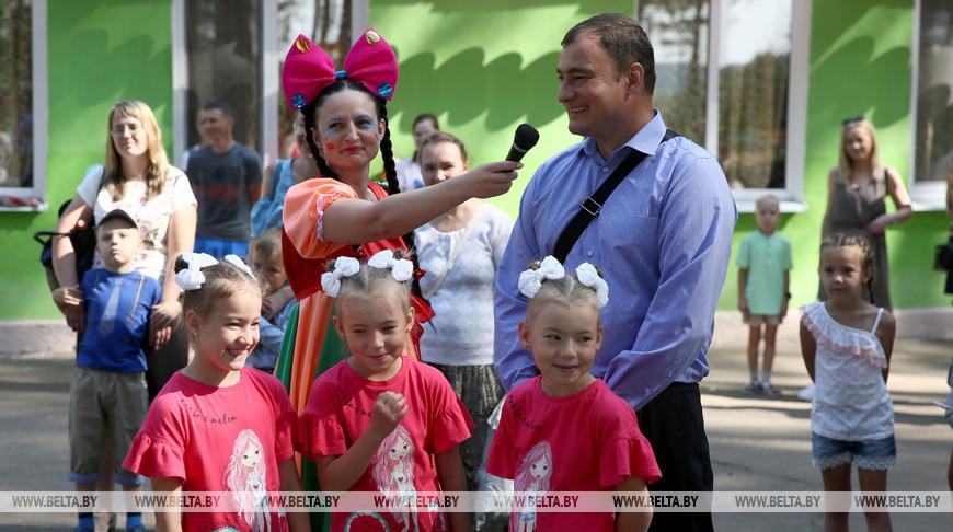 Тройняшки Арина, Дарина и Маргарита Мацкевич пойдут в первый класс