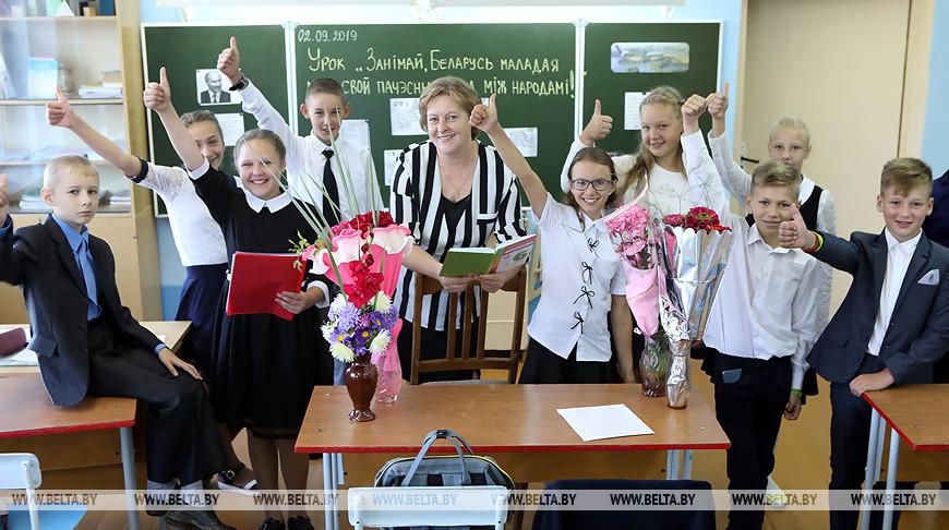 Поболовская средняя школа получила в подарок от Совмина компьютерный класс