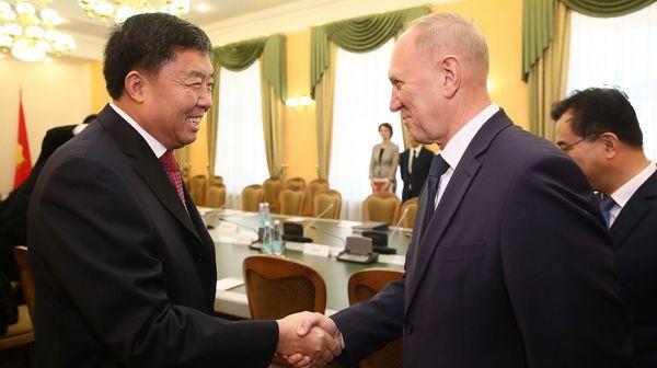 Руководство Гродненского облисполкома встретилось с делегацией провинции Хайнань