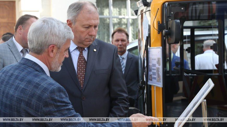 Около 100 новых разработок и технологий представлено на выставке в НАН Беларуси
