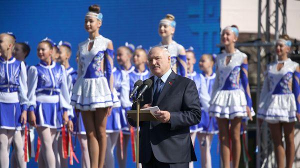 Лукашенко: история Бреста - достояние страны, его современный облик - повод для общей гордости