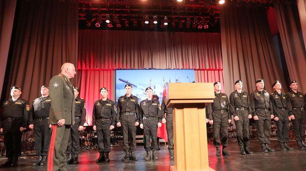 Участников белорусской команды по танковому биатлону поздравили в Минске