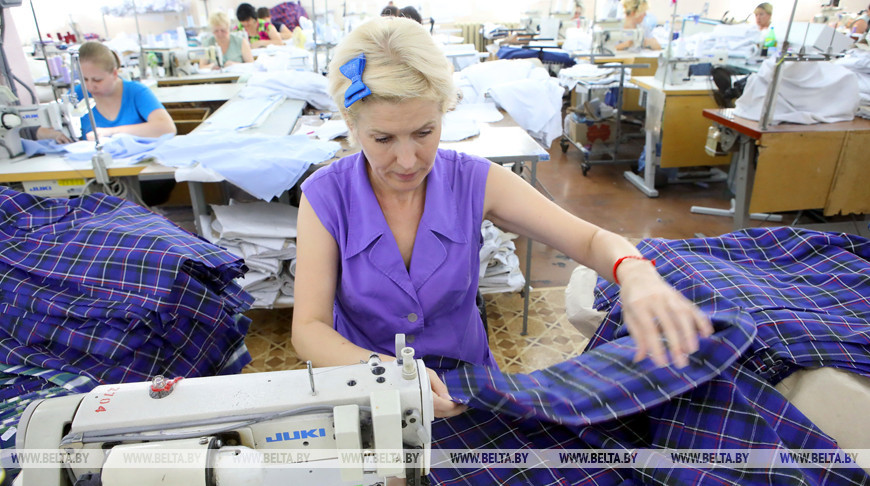"""На Мозырской швейной фабрике """"Надэкс"""" завершается пошив новой коллекции одежды"""