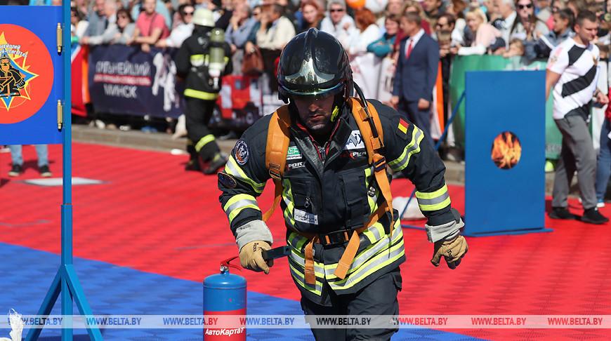 """IV Международные соревнования """"Сильнейший пожарный-спасатель"""" проходят в Минске"""