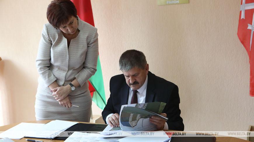 Геннадий Соловей провел прием граждан в Ельске