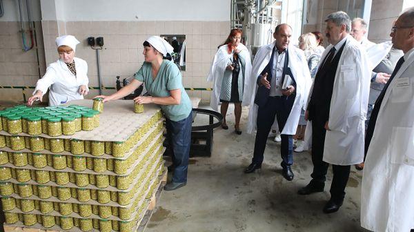 Геннадий Соловей посетил Ельский консервный завод