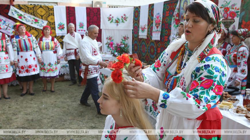 """Уникальный свадебный обряд """"Завiванне намёткi"""" сохранился в Лельчицком районе"""