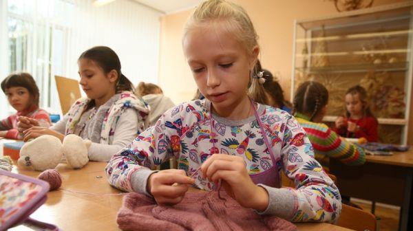 Теплые вещи ручной работы подарят пожилым людям и ветеранам школьники в Гродненской области