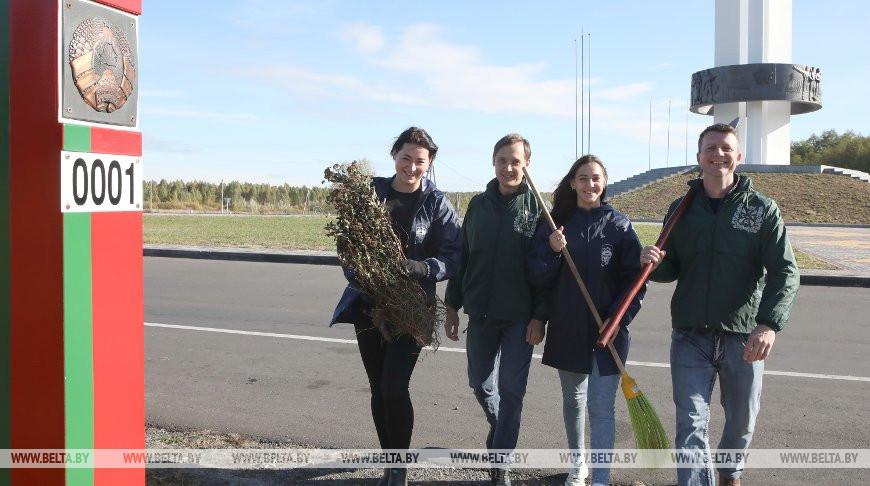 Молодежь Гомельской области заложила ландшафтную композицию у Монумента Дружбы