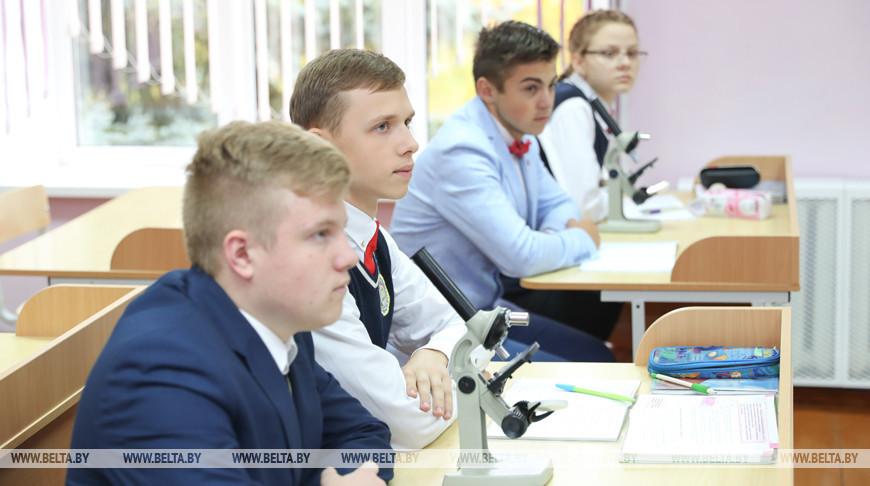 Петришенко посетил Петковичскую школу в Дзержинском районе