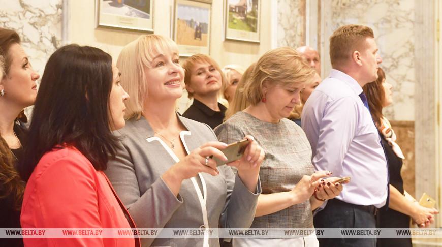 Экскурсию для учителей провели во Дворце Независимости