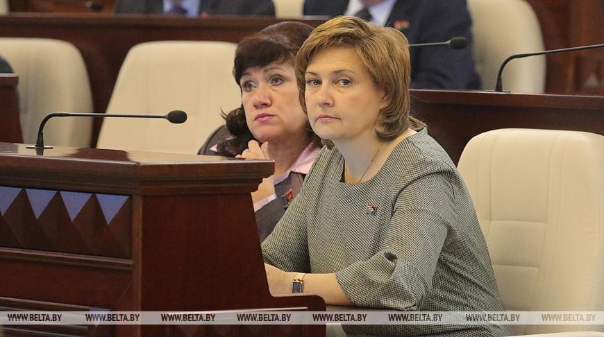 Депутаты приняли в первом чтении изменения в законы по вопросам оплаты труда бюджетников