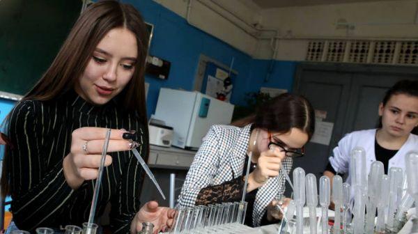 """Гомельчан пригласили проверить свои знания по химии на """"Открытой лабораторной"""""""