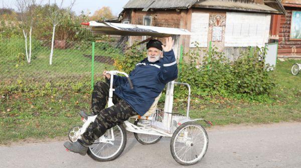 Пенсионер из Витебского района мастерит необычные велосипеды