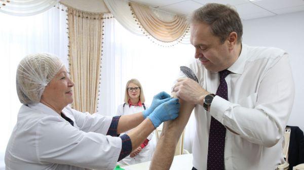 В Минздраве прошла вакцинация сотрудников от гриппа
