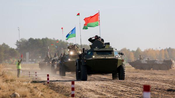 Около 900 белорусских и российских десантников принимают участие в совместном учении под Брестом
