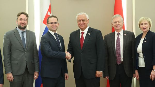 Мясникович встретился со словацкими парламентариями
