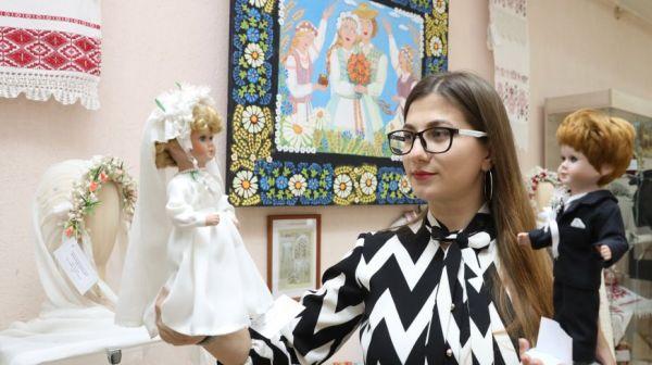 Традиционные свадебные уборы представили на выставке в Витебске