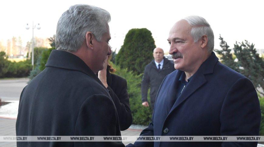 Лукашенко проводил в аэропорту Президента Кубы