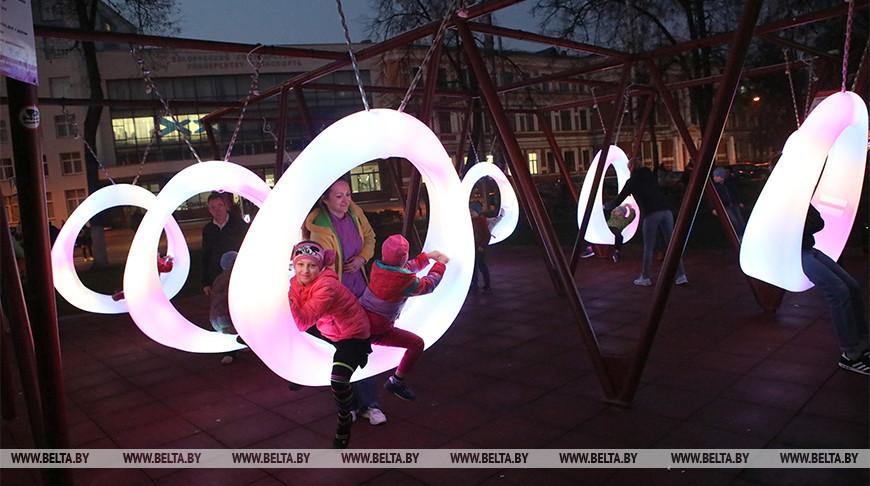 Сквер с инновационной подсветкой открыли в центре Гомеля