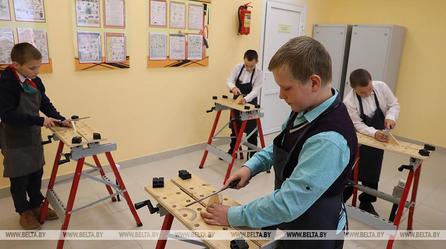 Участники выездного заседания Витебского облисполкома ознакомились с социально-культурной сферой агрогородка Борздовка
