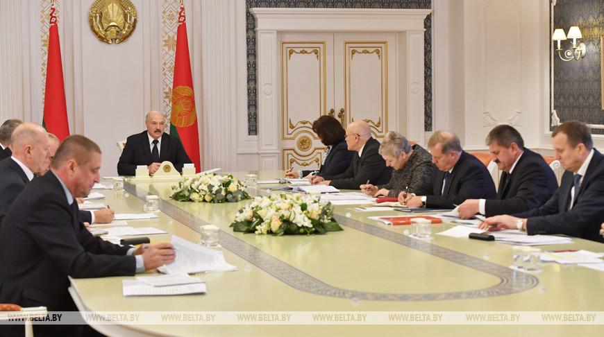 Лукашенко поставил задачу до 7 ноября завершить уборку и большинство осенних полевых работ