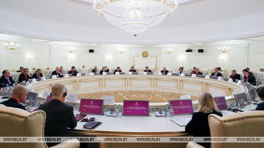 Международный форум, посвященный вопросам повышения доверия к национальным валютам, проходит в Минске