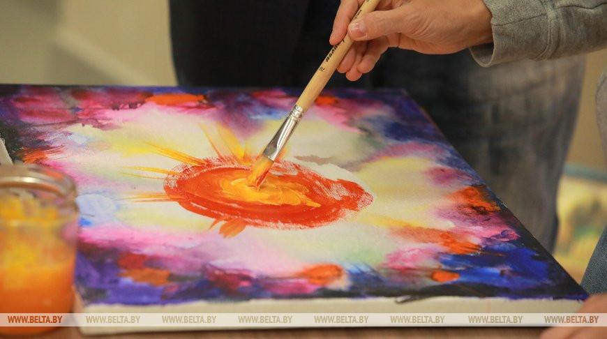 """Артисты """"Золотого шлягера"""" создают картины на память могилевчанам"""