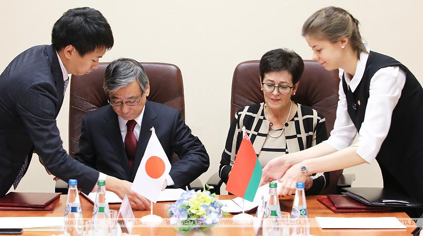 Беларусь и Япония подписали три грант-контракта на поставку медоборудования