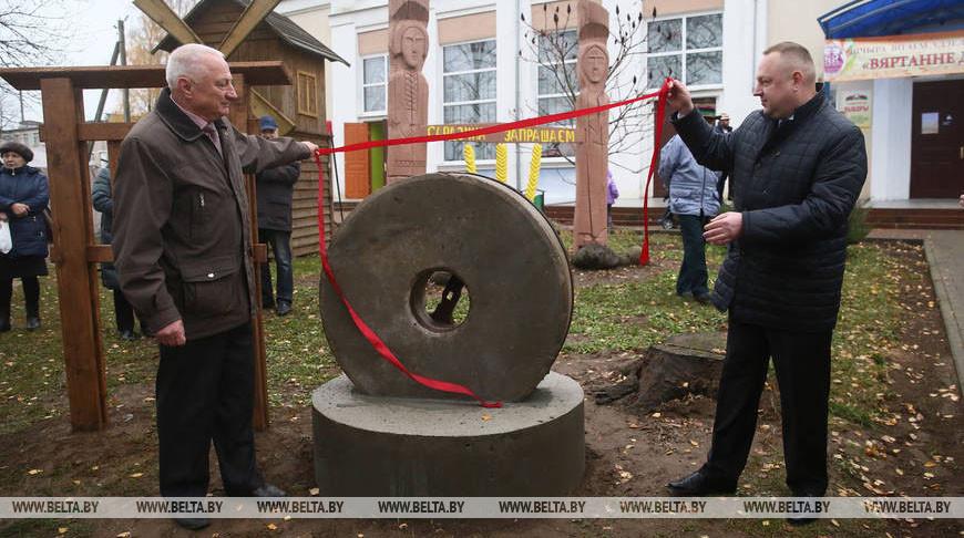Старинные жернова установили на празднике мельников в агрогородке Одельске под Гродно