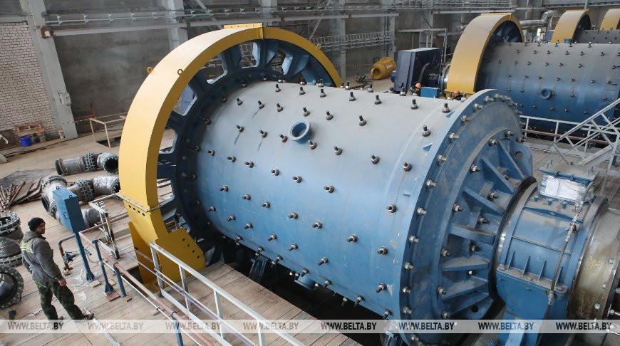 В корпусах обогатительной фабрики Петриковского ГОКа завершается монтаж оборудования