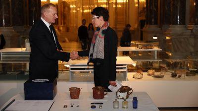 Беларусь передала Дому истории Австрии вещи погибших в Тростенце австрийских граждан
